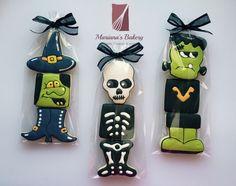 Halloween treats favor cookies (12 sets) de MarianasBakery en Etsy https://www.etsy.com/es/listing/250013476/halloween-treats-favor-cookies-12-sets