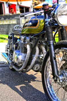 green honda cafe 2 | Flickr - Photo Sharing! Honda cb's. Probably the current generations best vintage custom option.