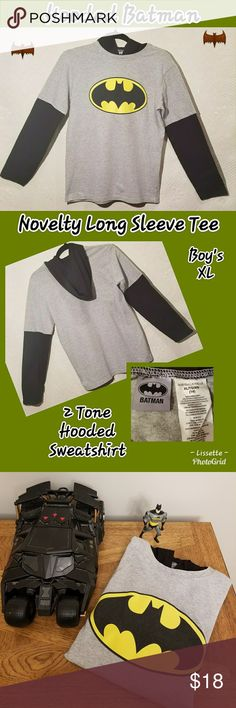 """🍀 Batman Gray & Black Hooded Long Sleeve Shirt🍀 🦇Batman Gray & Black Hooded Long Sleeve Shirt🦇 In Excellent Condition 👍 Bundle As Many As You Like 😉 I Will Ship Same Day 📮📬📦 """"FAST SHIPPER"""" I Love Sharing YOUR Closet & Helping In Any Way I Can 😘 """"POSH MENTOR"""" I Will Personalize Your Package With 💙 & Care """"TOP 10% SHARER"""" & """"TOP RATED SELLER"""" Happy Poshing Beauties 🎉👗💄👠👕👖👔 Batman Shirts & Tops Sweatshirts & Hoodies"""