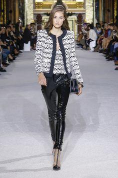 02fb6085 Défilé Balmain Printemps-été 2018 34 Catwalk Fashion, Fashion 2018, Fashion  Trends,