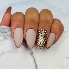 This is a beautiful nude design with rosegold tips and a touch of bling! Bling Nail Art, Bling Nails, Rose Gold Nails, Nude Nails, Hand Pose, Vacation Nails, Swarovski Nails, Gold Tips, Gold Makeup