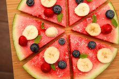 Dinnye pizza recept:   Egy desszert lehet egyszerre finom, egészséges, és gyönyörű is! Erre ez a recept a legjobb példa! Próbáld ki Te is! :)