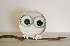 Owl crafts for kids, teachers, preschoolers and adults to make for gifts, home decor and for art class. Free, fun and easy owl craft ideas and activities. children's owl craft ideas with images. Bottle Cap Art, Bottle Top, Diy Bottle, Glass Bottle, Beer Bottle, Owl Crafts, Cute Crafts, Crafts For Kids, Bottle Cap Projects