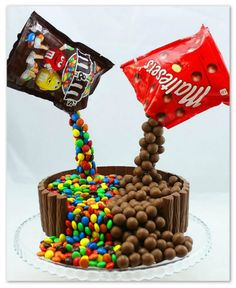 Learn how to make this illusion effect M&M and Maltesers cake. Fun to make for the perfect birthday party! For written recipe in German and English go to amerikanisch-kochen.de Facebook Google+ Pinterest Twitter