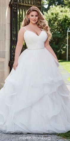 12 Plus Size Ball Gowns Wedding Dresses We want to bring to your attention a plus size ball gowns wedding dresses! Ball gown is a timeless shape and looks amazing on a lot of different body types. Plus Size Wedding Gowns, Evening Dresses For Weddings, White Wedding Dresses, Bridal Dresses, Bridesmaid Dresses, Lace Weddings, Reception Dresses, Plus Size Brides, Semi Formal Wedding Attire
