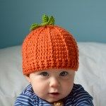 Crochet Baby Hats Pumpkin beanie hat free crochet pattern by HanJan Crochet - easy halloween crochet pattern - Who doesn't need a pumpkin beanie hat complete with stalk and leaf? It's an absolute must have whatever age you are. Crochet Baby Blanket Beginner, Baby Knitting, Knitted Baby Hats, Easy Crochet Baby Hat, Baby Hat Knitting Patterns Free, Crochet Pumpkin Hat, Halloween Crochet Patterns, Halloween Crochet Hats, Crochet Beanie Pattern