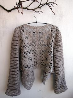 12 motif bolero with simple double crochet sleeves. Lovely.  VMSomⒶ KOPPA: Virkkaava vaahtera