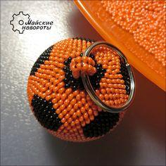 Брелок - Футбольный мяч своими руками.   biser.info - всё о бисере и бисерном творчестве