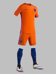 604c77bcce7 EURO出場を逃したオランダが新ユニフォームを発表!青が印象的なデザイン