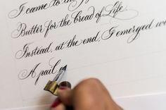 Há muito tempo, antes de máquinas de escrever, a caligrafia era extremamente importante e muitas pessoas perseguiam uma ocupação nesse campo.