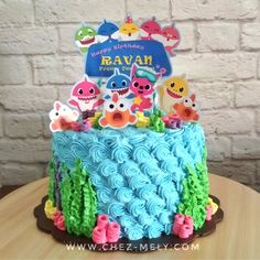 This Baby Shark birthday cake for Ravan is decorated in buttercream and custom cake toppers, with 18 Cm chocolate cake inside. This is a cake and about tall, but we can make it into a 2 Year Old Birthday Party, Girls Birthday Party Themes, Baby Birthday, Birthday Ideas, Shark Cupcakes, Shark Cake, Baby Cakes, Baby Hai, Bolos Naked Cake
