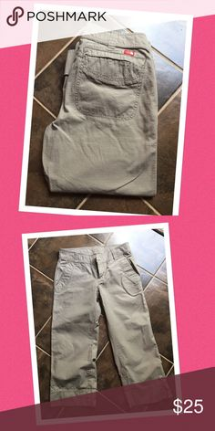 -New Arrival- NORTH FACE CROPPED PANTS 2 front pockets and 2 back pockets  can adjust the length by rolling the bottom with buttons  100% cotton  excellent condition North Face Pants Capris