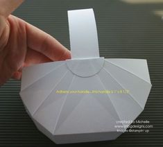 ✄ Basket tutorial using 8 x 8 card stock. Can be made with 2 handles as well. Hobbies And Crafts, Crafts For Kids, Diy Crafts, Easter Crafts, Holiday Crafts, Origami 3d, Ideias Diy, Paper Basket, Craft Box