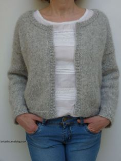 My gray cardigan - Bricath - Mon gilet gris – Bricath My gray vest explanation with super detailed videos Nordstrom Jackets, Coin Couture, Grey Vest, Striped Midi Dress, Denim Shirt Dress, Knit Cardigan, Cardigan Gris, Latest Fashion Trends, Knitwear