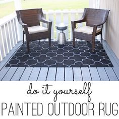 diy outdoor projects A painted rug without a stencil? This idea is SO smart! Patio Rugs, Outdoor Rugs, Outdoor Spaces, Outdoor Living, Porch Rugs, Outdoor Lounge, Outdoor Projects, Diy Projects, Screened Porch Decorating