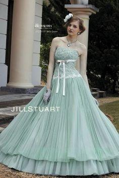 女の子の夢を全部詰め込んだジルスチュアートのカラードレスCollection♡にて紹介している画像