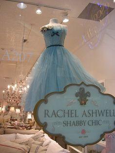 Not too shabby ! I love Shabby chic style ! Vintage Stil, Vintage Shabby Chic, Shabby Chic Homes, Shabby Chic Style, Shabby Chic Decor, Vestidos Vintage, Vintage Dresses, Vintage Outfits, Shabby Chic Couture