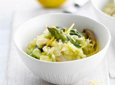 Découvrez la recette Risotto aux asperges vertes, champignons et zeste de citron sur cuisineactuelle.fr.