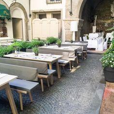 Bei diesem Hitzehoch lässt es sich im Innenhof des St. Peter Stiftskeller gut aushalten  #stpeterstiftskeller #summer #summerinthecity #garden #decoration #beautiful #relaxing #restaurant #salzburg #austria