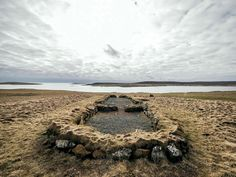 Viking Hamar longhouse is considered to be one of the best-preserved Viking house ever found in Scotland. Viking House, Germanic Tribes, Military History, Historical Sites, Vikings, Scotland, Places To Visit, Country Roads, Explore