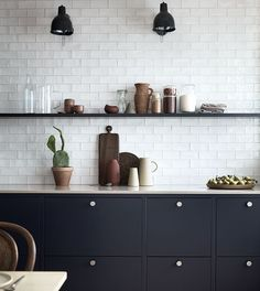 Fun kitchen decor and styles - Are you searching for inspirations for your kitchen style and design? Grant your space a refresh with one of these kitchen design strategies. Whether you like classic an Kitchen Cupboards, New Kitchen, Kitchen Dining, Kitchen Ideas, Kitchen Soffit, Bistro Kitchen, Nordic Kitchen, Kitchen Floors, Kitchen Wall Tiles