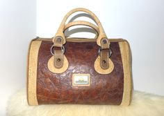 This wonderfulcork bag, handbag is made from cork and leather. Perfectly finished, High Quality, durable and waterproof. This bag can be a great gift.      Features:    - Made from Cork-Eco-friendly material    - Soft and durable    - One color        External size    20 x 15 x 12cm      How to clean cork?    - Cork is stain and water resistant.    - Cork is very easy to maintain as new, just need to clean with a dump soft cloth.      *Colours may differ slightly from the original due to…
