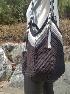 손뜨개가방/코바늘가방/그래니스퀘어백/그래니스퀘어바텀백 : 네이버 블로그 Crochet Beach Bags, Crochet Pouch, Crochet Diy, Crochet Stitches, Crochet Handbags, Crochet Purses, Crochet Placemat Patterns, Granny Square Bag, Macrame Bag