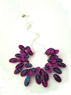 Mauve feather flower - Fleur plumes mauve by Céline Charuau in polymer and sterling silver. Gorgeous shapes and the berry colors are luscious.