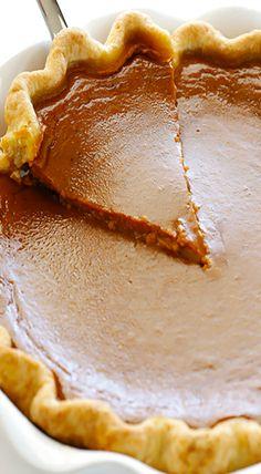 This bourbon pumpkin pie recipe is the classic dessert you love.with a kick! Fall Desserts, Just Desserts, Delicious Desserts, Yummy Food, Pumpkin Pie Recipes, Fall Recipes, Holiday Recipes, Pie Dessert, Dessert Recipes