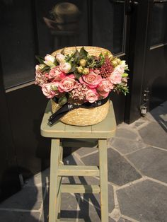 Hat box with #gorgeous #pinkFlowers Yummy! #beautifulBouquet #florist #mydarlingflowers