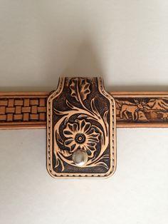 Etui porte briquet zippo cuir repoussé motif: floral shéridan sculpté : Etuis, par lakota-cuir