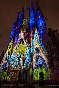 the Sagrada Familia / projection mapping
