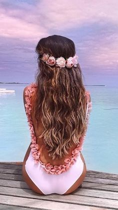 Friday hair inspo: wear a flower crown backwards with long, beachy waves to get this look.  Don't have long hair? No problem!@luxyhairextensions give you instant length and volume with NO damage to your hair. @hanadibeauty