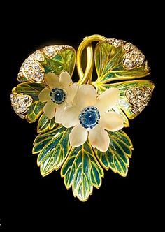 René Lalique, 'Wood Anenomes' pendant/brooch, gold, diamond, frosted glass, enamel, circa 1900.