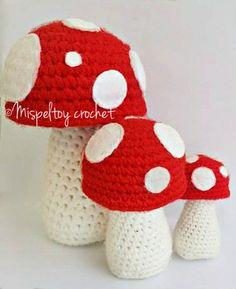 Paddestoelen trio pattern by Kenzi Noe Crochet Crafts, Crochet Toys, Free Crochet, Knit Crochet, Diy Crafts, Crochet Mushroom, African Flowers, Christen, Crochet Accessories