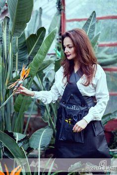 Q-pron! The smart apron for florists! Shop now on www.floristiqart.com/en/shop
