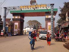 """""""Mi piace"""": 55, commenti: 4 - Viaggiatrice Dichiarata (@viaggiatricedichiarata) su Instagram: """"Oggi ho attraversato il confine a piedi tra India e Nepal. Super emozionante!!!…"""" Nepal, Street View, India, Instagram, Goa India, Indie, Indian"""