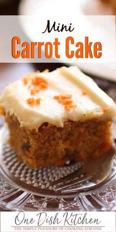 Carrot Cake For One or Two! This mini carrot cake features all of the flavors and ingredients you love in a carrot cake but in a smaller cake size. Topped with a rich and creamy cream cheese frosting, this is truly the best carrot cake recipe! Mini Desserts, Small Desserts, Just Desserts, Dessert Recipes, Mini Cake Recipes, Recipes For Two, Carrot Cake Topping, Mini Carrot Cake, Best Carrot Cake