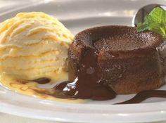 Petit Gateau de Chocolate - http://cybercook.terra.com.br/receita-de-petit-gateau-de-chocolate-r-12-13871.html