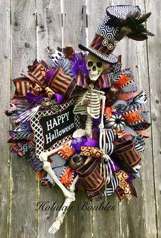 SteamPunk Mr. Bones byHoliday Baubles Halloween Room Decor, Halloween Wreaths, Fall Halloween, Halloween Crafts, Happy Halloween, Holiday Crafts, Halloween Party, Halloween Decorations, Halloween Designs