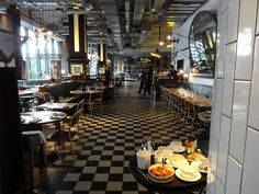 Bread Street Kitchen, London - By The Glass® Bread Street Kitchen, Gordon Ramsay, Table Settings, Wine, London, Glass, Photos, Pictures, Drinkware