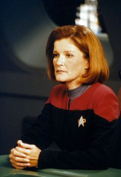 All things Voyager — jhelenoftrek: This picture breaks my heart. Star Trek Enterprise, Star Trek Voyager, Robert Beltran, Cast Images, Captain Janeway, Star Trek Images, Star Trek Captains, Kate Mulgrew, Star Trek Series