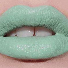 Se poarta pastelurile, se poarta mint green...asadar, ce spuneti de aceasta asociere indrazneata? Noi inca nu ne putem decide. #beautygarage