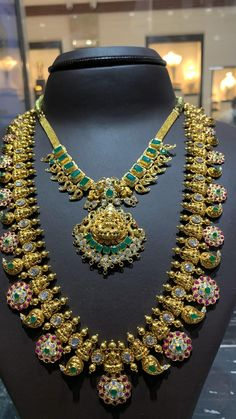 Indian Bridal Jewelry Sets, Gold Wedding Jewelry, Gold Jewelry, Bridal Jewellery, Antique Jewellery Designs, Antique Jewelry, Vintage Jewelry, Sumo, Jewelry Design Earrings