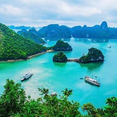 If you are planning a trip to Asia, Vietnam is an amazing country for an adventurous and foodie traveler. Check out the top things to do in Vietnam. Cheap Places To Travel, Cool Places To Visit, Places To Go, Vietnam Voyage, Vietnam Travel, Hanoi Vietnam, China Southern Airlines, Sailing Cruises, Ha Long Bay