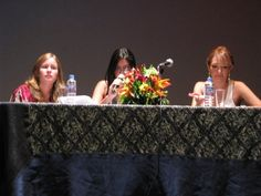FIL Guayaquil, 2010 Lissette Lantigua, directora editorial de Zona Acuario y Adelaida Jaramillo, directora de palabra.lab