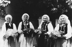 Alzen. Patinnen mit Taufgeschenk, um 1960 (Archiv Sedler)