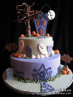Enjoy this HALLOWEEN CAKE gallery album you will find quite a few (total of pictures that you can browse, enjoy, comment upon and discuss. Plus upload and share your own Halloween Cake pics plus read other people's opinions. Bolo Halloween, Halloween Torte, Dessert Halloween, Halloween Birthday, Halloween Treats, Haunted Halloween, Halloween Decorations, Whimsical Halloween, Halloween Clothes