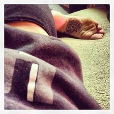 Bottom of the foot tattoo straight up traditional Snapback And Tattoos, Small Mandala Tattoo, Slippers, Ink, Traditional, Shoes, Tattoos, Zapatos, Shoes Outlet