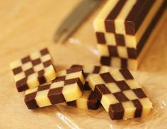 Black and White Checkerboard Cookies.I bet you could add orange food coloring to make Halloween cookies! No Bake Cookies, Holiday Cookies, Sugar Cookies, Halloween Cookies, Köstliche Desserts, Dessert Recipes, White Cookie Recipe, Baking Recipes, Cookie Recipes